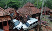 Videos of the Day: Outcry Over Early Warning System After Indonesia Tsunami Kills 222, Injures 843