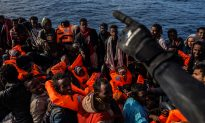 'Open Arms' Aid Ship With 311 Migrants to Dock in Spain After Italy Says 'No'