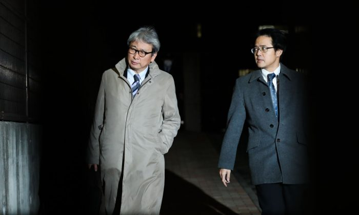 Motonari Otsuru (L) , lawyer for Carlos Ghosn leaves the Tokyo Detention House on Dec. 20, 2018 in Tokyo, Japan. (Takashi Aoyama/Getty Images)