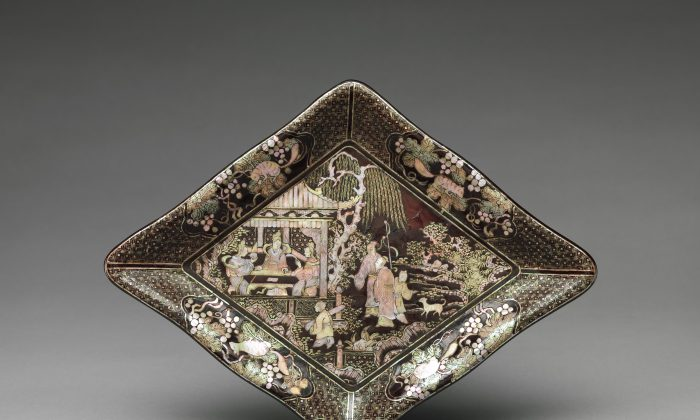 In the late Ming Dynasty, art often depicted Chinese literati enjoying gardens. On this dish, musicians have gathered at a pavilion.Lozenge-shaped dish, Ming Dynasty (1368–1644), dated late 16th–17th century. Rogers Fund, 1923. (The Metropolitan Museum of Art)