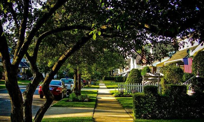 Neighbourhood greenery does more than raise property values, it keeps residents healthier, a study suggests. (Wikimedia Commons)