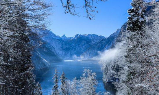 Hidden lake in the mountains. (Pixabay.com)