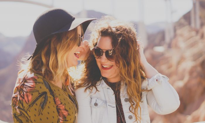 Regular contact with friends is one of the most important ways to ensure happiness. (katietreadway/Unsplash)
