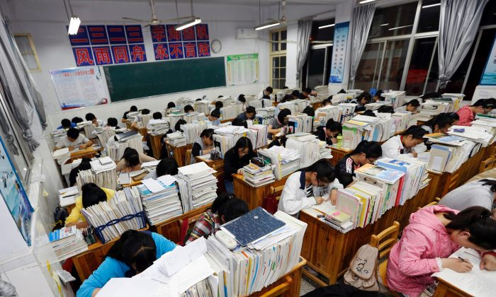 Senior high school students studying at night to prepare for the college entrance exams at a high school in Lianyungang, east China's Jiangsu province. (Getty Image)