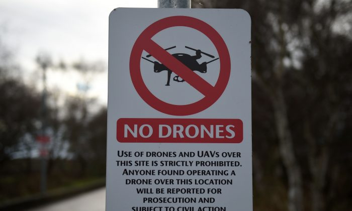 A sign alerting members of the public that the use of drones is prohibited, in Manchester, England, on Dec. 20, 2018. (Oli Scarff/AFP/Getty Images)