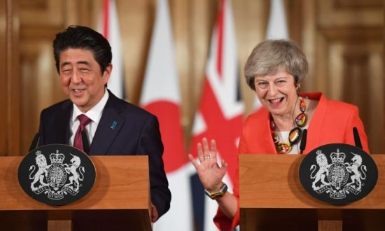 British Prime Minister Theresa May and Japanese Prime Minister Shinzo Abe hold a news conference after a bilateral meeting in London, Britain Jan. 10, 2019. (Stefan Rousseau/Pool via Reuters)