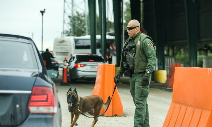 A Customs and Border Protection checkpoint in Falfurrias, Texas, on Nov. 10, 2018. These interior checkpoints often find illegal aliens being smuggled to other parts of the country, in some cases with the intent of trafficking them for sex or labor. (Charlotte Cuthbertson/The Epoch Times)