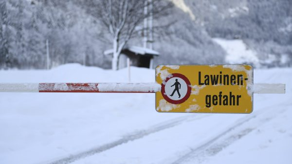 danger of avalanches displayed
