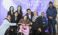Sister Dreamed of Seeing Shen Yun for 10 Years, Brought to Tears by Performance