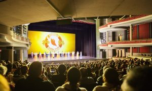Woman Dreamed of Seeing Shen Yun for 10 Years