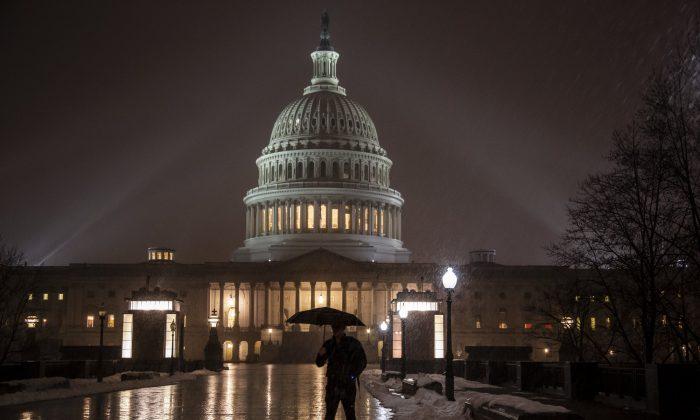 Snow falls on the Capitol in Washington, on Jan. 17, 2019. (J. Scott Applewhite/AP Photo)