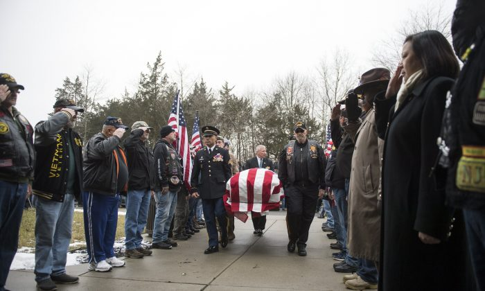 77-Year-Old Veteran Dies Alone, Hundreds of Strangers Show Up at Funeral