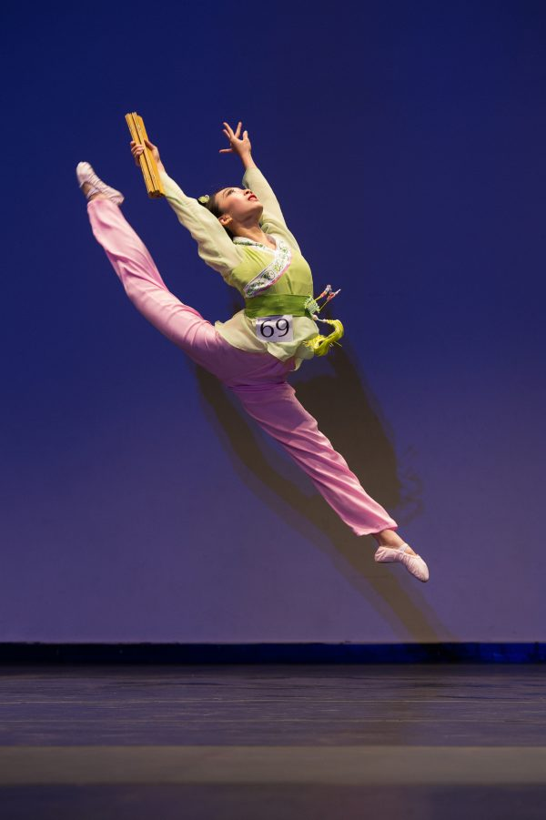 2014 dance competition-Kaidi Wu in Ban Zhao Completes the Legacy
