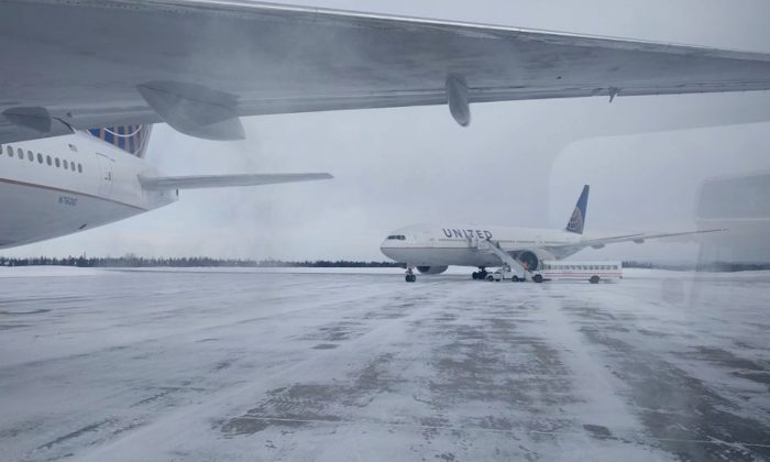 Passengers Stuck on United Flight in Frigid Cold for More Than 14 Hours