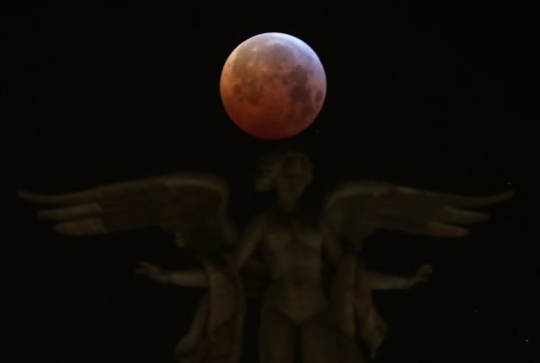 The Moon over Victoria Alada