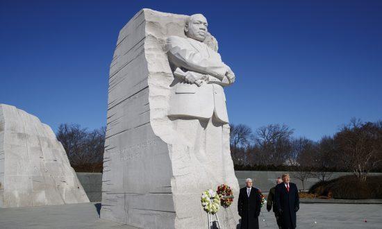 Trump Pence Make Surprise Visit To Honor Mlk At Memorial