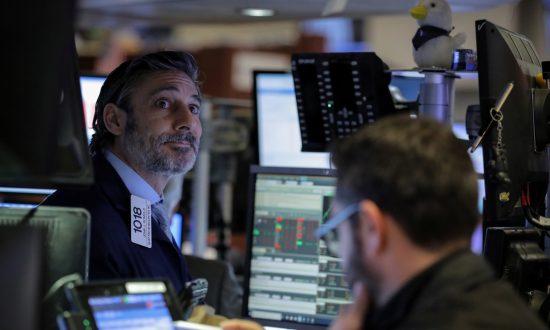 Stocks Close Higher as Tech Rises