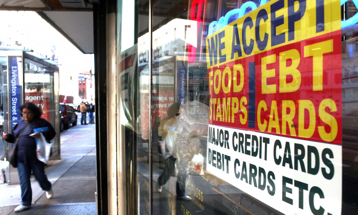 A sign in a market window advertises the acceptance of food stamps on Oct. 7, 2010, in New York City. (Spencer Platt/Getty Images)