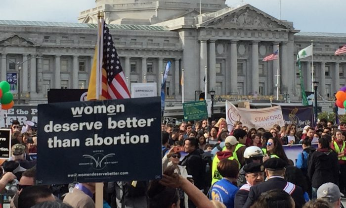 Tens of thousands gather for the March for Life in front of San Francisco City Hall on Jan. 26, 2019. (Cynthia Cai/The Epoch Times)