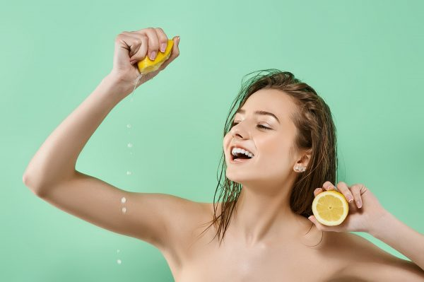 wash hair with lemon juice