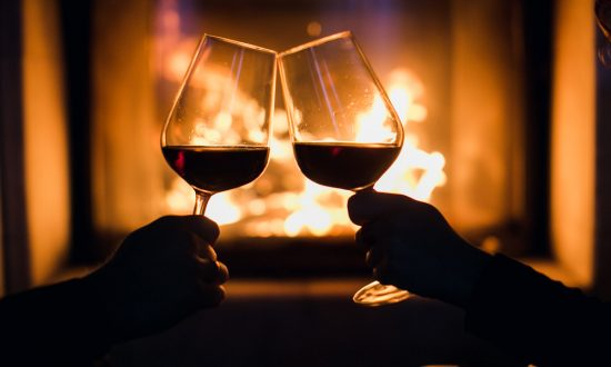 Pair your cold weather comfort food with a warming glass of wine. (Shutterstock)