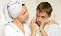 Mom Whips Out Brilliant Home Remedy for Sick Kid With Ear Infection