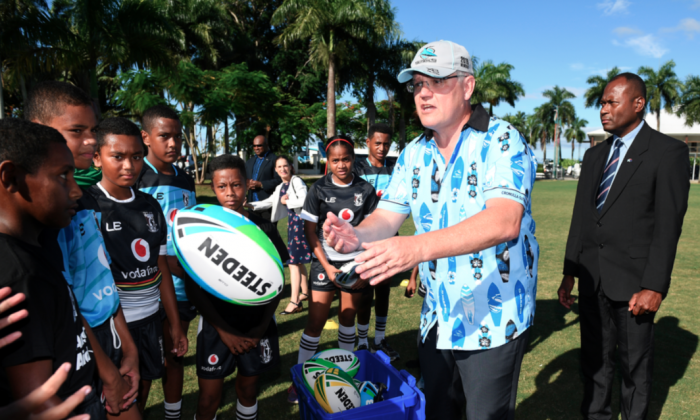 Australian Prime Minister Scott Morrison meets with young rugby league players in Suva, Fiji, January 18, 2019. Picture taken Jan. 18, 2019. (AAP Image/Dan Himbrechts/Reuters)