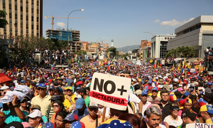 Demonstrators protest against the government of Nicolas Maduro on the main avenue of Las Mercedes, municipality of Baruta, on Feb. 2, 2019 in Caracas, Venezuela. (Edilzon Gamez/Getty Images)