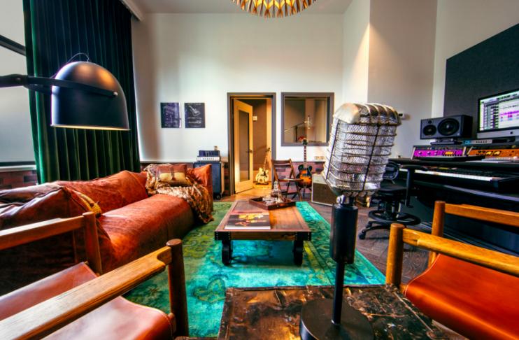 Hutton_Hotel_East_Studio_11