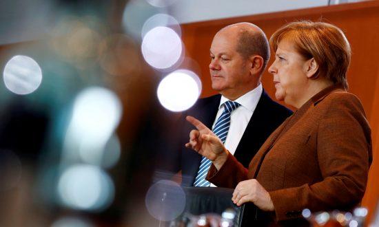 German Chancellor Angela Merkel and Finance Minister Olaf Scholz in Berlin on Jan. 30, 2019. (Reuters/Fabrizio Bensch/File Photo)