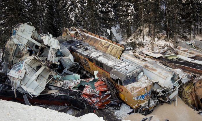 A train derailment is shown near Field, B.C., on Feb. 4, 2019. (The Canadian Press/Jeff McIntosh)