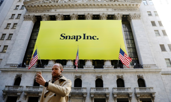 Snap Logo outside NYSE