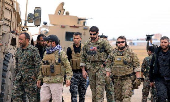 Videos of the Day: US Will Leave 200 'Peacekeeping' Troops in Syria