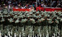 Maduro Trains With Soldiers in Venezuela, Video Shows