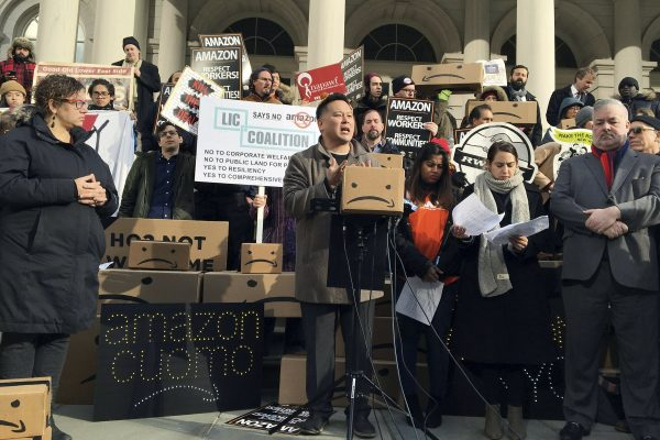 Amazon reconsiders NY headquarters over local opposition