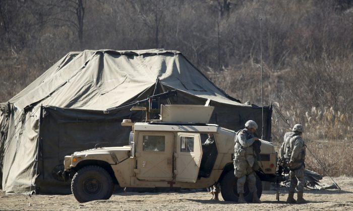 U.S. Army soldiers take part in a military exercise at a training field near the demilitarized zone separating the two Koreas in Paju, South Korea, Feb. 7, 2016. (Kim Hong-Ji/Reuters)