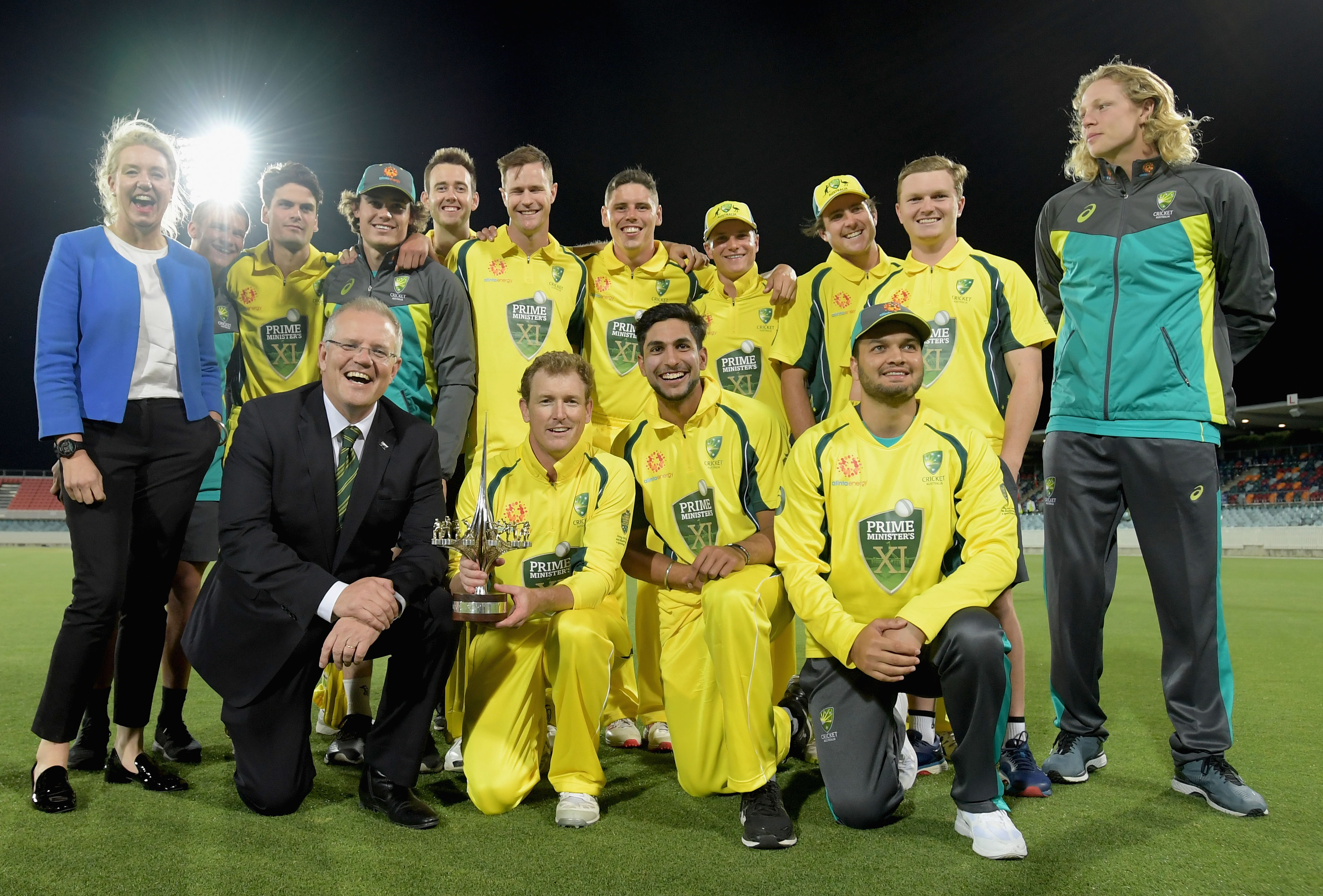 Prime Minister Scott Morrison and Deputy Nationals leader Bridget McKenzie (L) with the Australian cricket team