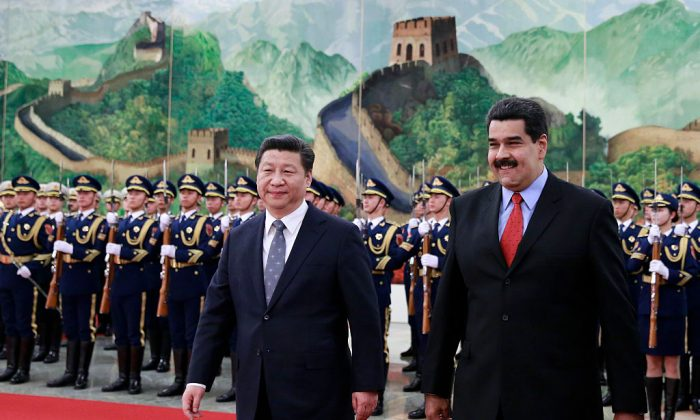 Venezuela's President Nicolas Maduro (R) walks with Chinese leader Xi Jinping (L) as they arrive to a welcoming ceremony at the Great Hall of the People in Beijing on Jan. 7, 2015.  (Andy Wong-Pool/Getty Images)