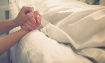 Heartbroken Wife Says Goodbye to Her Dying Husband With Beautiful Rendition of 'Amazing Grace'