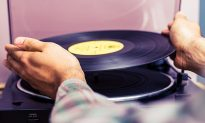 Dad with Alzheimer's Can't Remember His Own Family Until Son Starts Playing Old Records