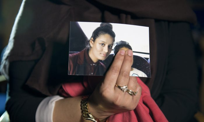 Renu, the eldest sister of Shamima Begum, holds her sister's photo while being interviewed by the media at New Scotland Yard in London on Feb. 22, 2015. (Laura Lean/PA Wire/Getty Images)