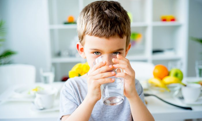Drinking enough water everyday will help with everything from weight loss, to focus, and even fighting off disease. (Shutterstock)