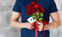 Brothers Send 100s of Roses to Military Widows on Valentine's So They Won't Feel Alone