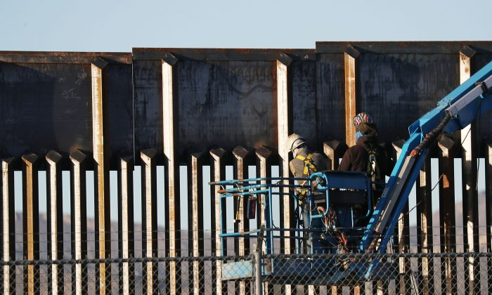People work on the U.S.- Mexico border wall in El Paso, Texas, on Feb. 12, 2019. (Joe Raedle/Getty Images)