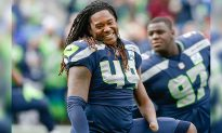 NFL Star Shaquem Griffin Bonds with a Little Boy Who Lacks One Hand Just Like Him