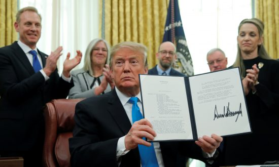 Videos of the Day: Trump Signs Directive in Move to Create US Space Force