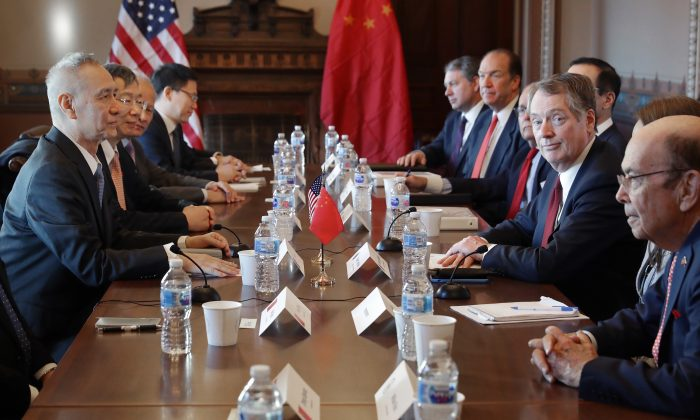 Commerce Secretary Wilbur Ross (1st R), U.S. Trade Representative Robert Lighthizer (2nd R), and other U.S. officials meet with Chinese Vice Premier Liu He (1st L), Central Bank Governor Yi Gang (2nd L), and other Chinese officials in Washington, D.C., on Jan. 30, 2019. (Chip Somodevilla/Getty Images)
