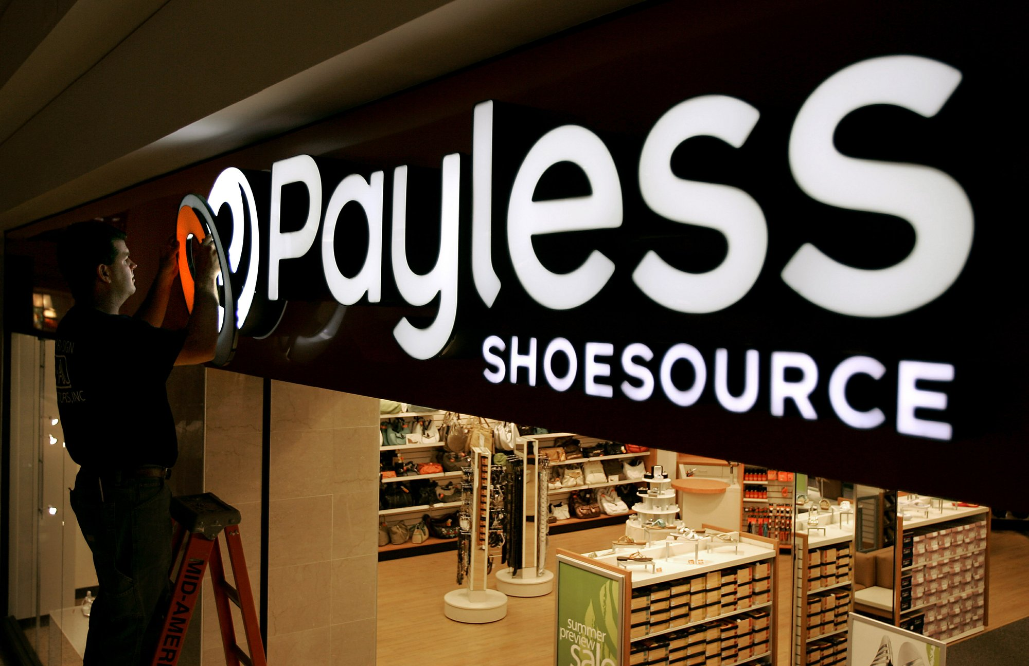 New Jersey Couple Buys Every Pair of Shoes From Closing Store, Donates Them to Women's Shelter