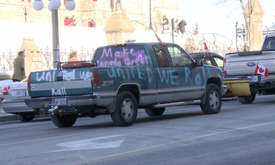 Pro Pipeline, Anti-Carbon Tax 'United We Roll' Convoy Has Second Day of Protests in Ottawa