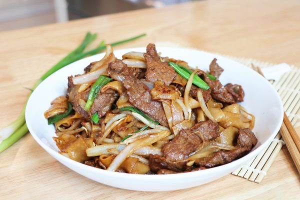Dry stir fried beef chow fun